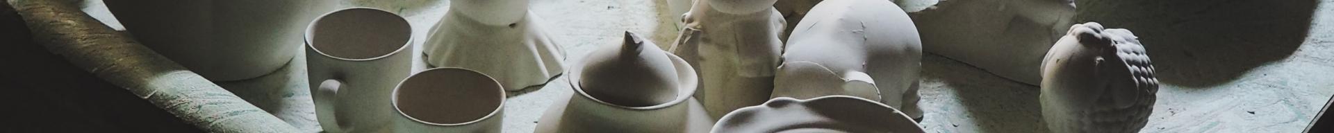 Fragmenty wyrobów ceramicznych.