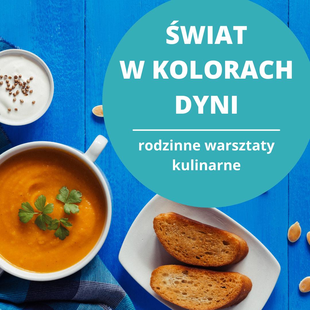 Świat w kolorach dyni, rodzinne warsztaty kulinarne, zupa dyniowa w białej miseczce, dwie grzanki na białym talerzyku.